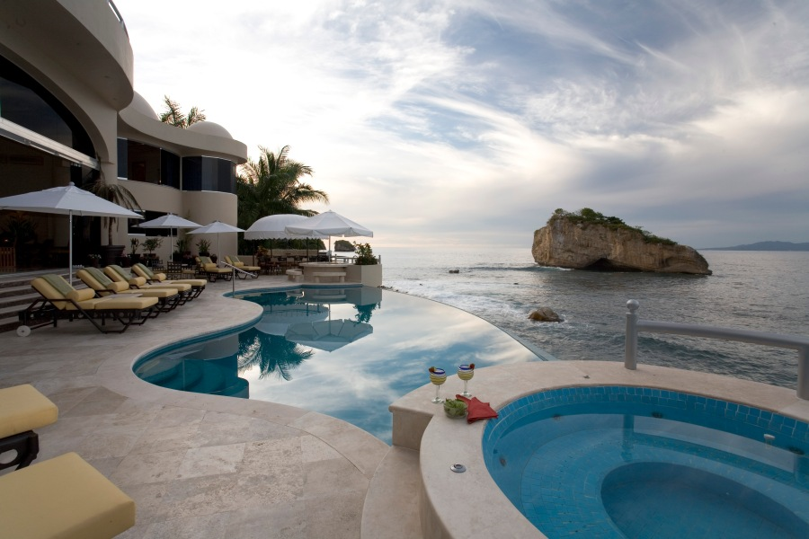 Villa Paraiso_pools1